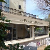 Alpes-Maritimes (06) – Côte d'Azur – French Riviera / Mougins Village – Restaurant La Place de Mougins – Denis Fétisson – Photo n° 1