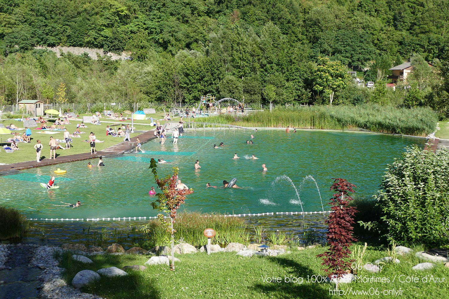 Bassin de baignade biologique roquebilli re piscine for Bassin naturel piscine