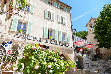 Bonnes adresses Côte d'Azur – Formule «Coup de pouce» – Auberge de Calendal, Hôtel & Restaurant à Aiglun dans les Alpes-Maritimes (06)