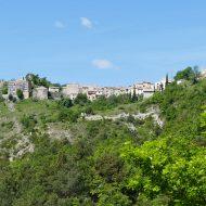 Le village du Mas au loin
