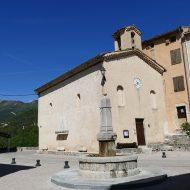 La place du village et sa chapelle – Le Mas 06
