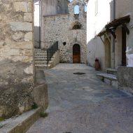 Vue depuis la place, Chapelle des pénitents blancs – Le Mas