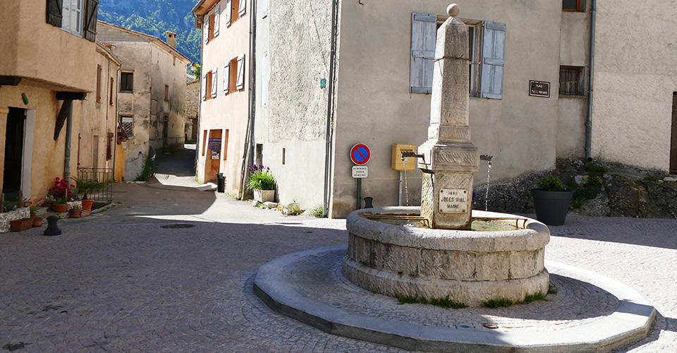 La place du village - Le Mas 06