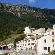 Le Mas – L'église Notre-Dame surplombant le village
